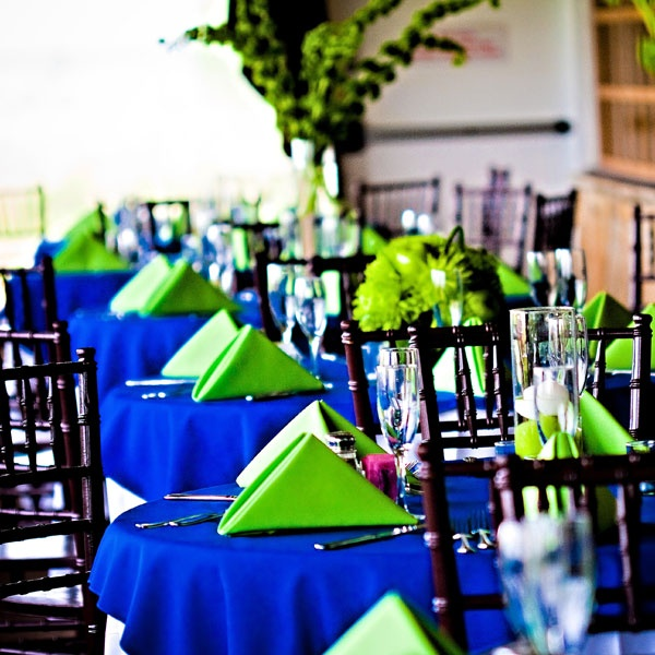 White Plates Table Setting Color Schemes
